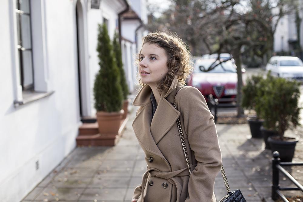 1bf2907cdbce0a Beżowe płaszcze na jesień i zimę - Joanna Glogaza
